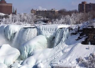 Замерзшие водопады Ниагары