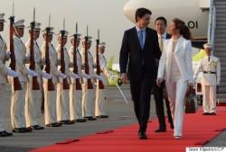 НА ВСТРЕЧЕ G7 ЖЕНА КАНАДСКОГО ПРЕМЬЕРА ВНОВЬ ОДЕТА В КОСТЮМ ОТ ОТЕЧЕСТВЕННОГО КУТЮРЬЕ