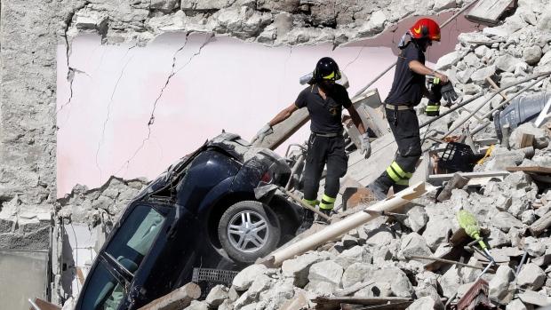 Число жертв при землетрясении вИталии выросло до 250 человек