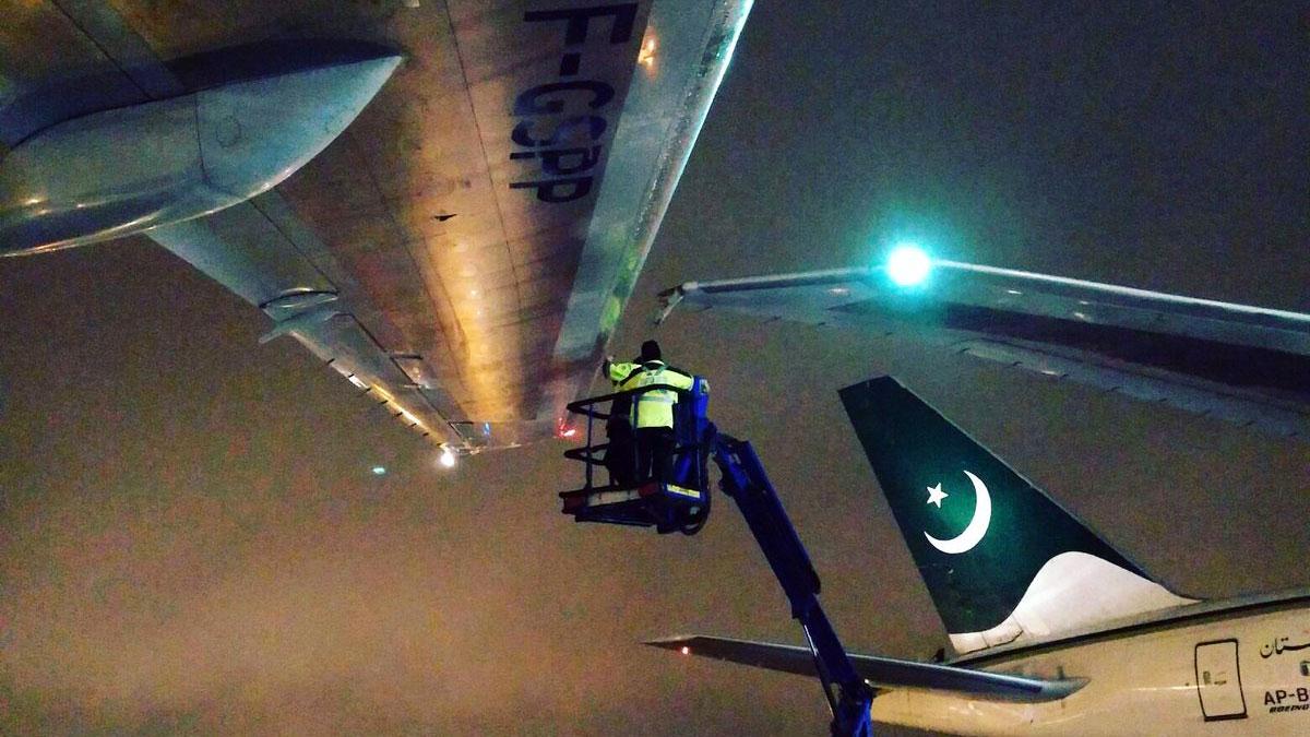Ваэропорту Торонто столкнулись два пассажирских лайнера