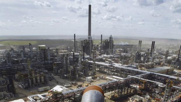 ВКанаде впроцессе пожара нанефтяном заводе пострадал один человек
