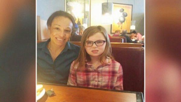 Полицейская за обедом спасла девочку от смерти
