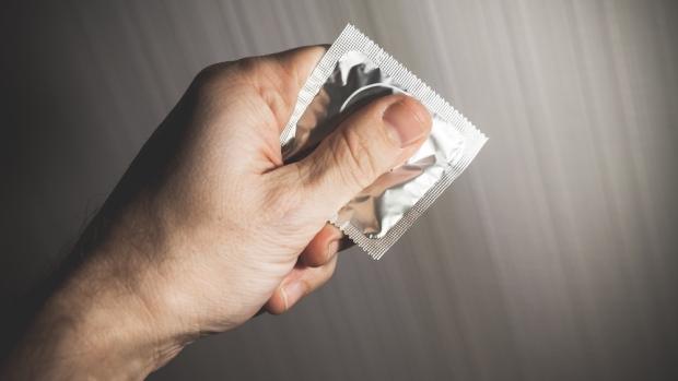 Куда одевают презерватив для секса