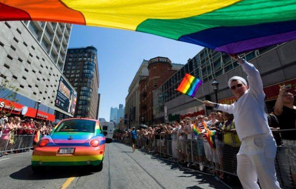 Интересно посмотреть на Парад гордости? Только без авто!