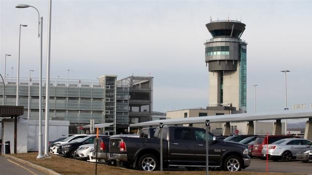 ВКанаде пассажирский самолет чуть неупал из-за столкновения сдроном
