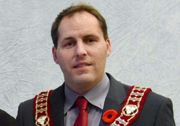 Цепь для канадского мэра за общественные деньги