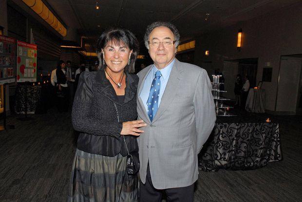 Канадского миллиардера и его жену нашли мертвыми в их доме в Торонто