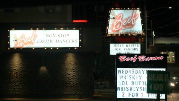 В Лондоне обновят закон о секс-прикосновении в стриптиз-клубах
