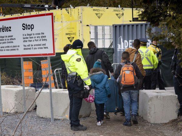 Консерваторы и либералы спорят о нелегальных мигрантах