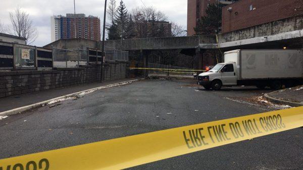 Торонто: рядом с начальной школой обрушился пешеходный мост