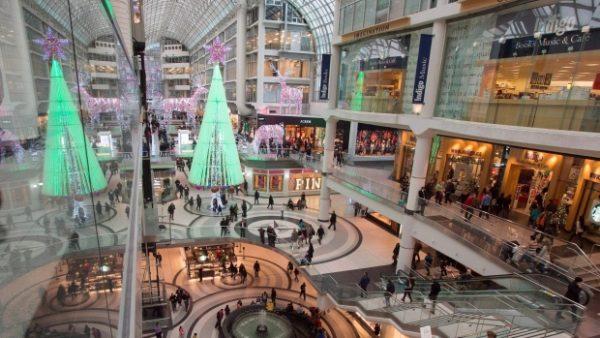 Сколько денег канадцы потратят в праздничный сезон?