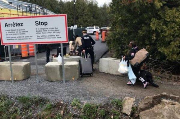 На канадской границе хаос, утверждают критики