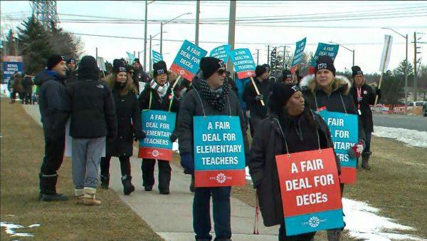 Учителя начальных школ приостанавливают забастовку. Но не надолго…
