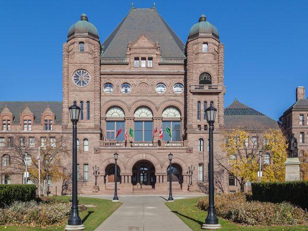 Онтарио: депутат от коренных народов не желает «хранить королеву»