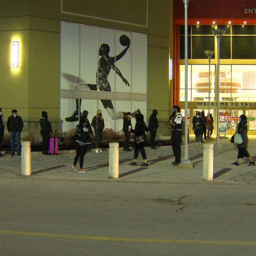 Торговый центр Vaughan Mills оштрафован за толпы в «чёрную пятницу»